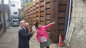 台風9号の大雨で擁壁が崩落 柳下・前原両県議が現地調査
