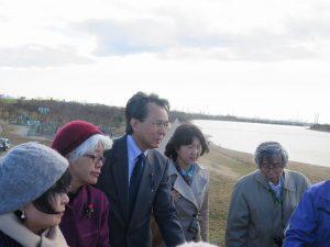 梅村衆院議員と荒川第一調節池(彩湖)を視察