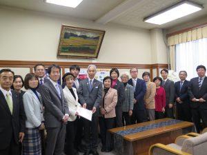 台風19号被害からの生活再建を―要望書を副知事に手渡しました
