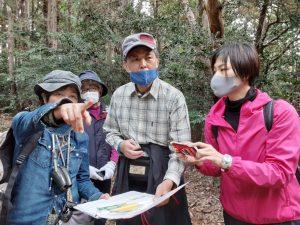 加治丘陵を考える会とともに阿須山中の森を歩く