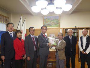 昨年の台風19号被災農家 「営農継続でき感謝」県知事に再建を報告